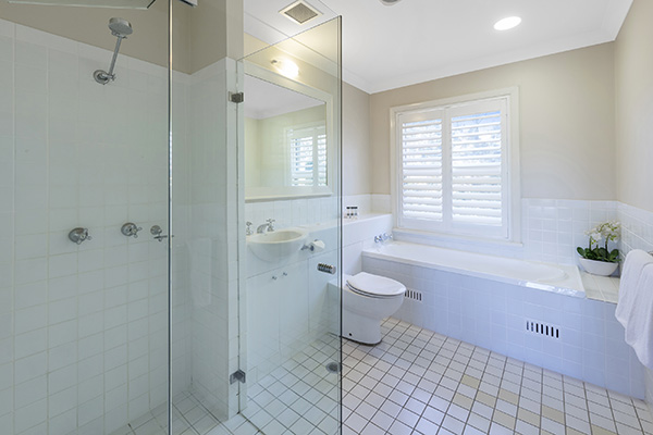 Oaks Cypress Lakes Resort 3 Bedroom Premier Villa Bathroom