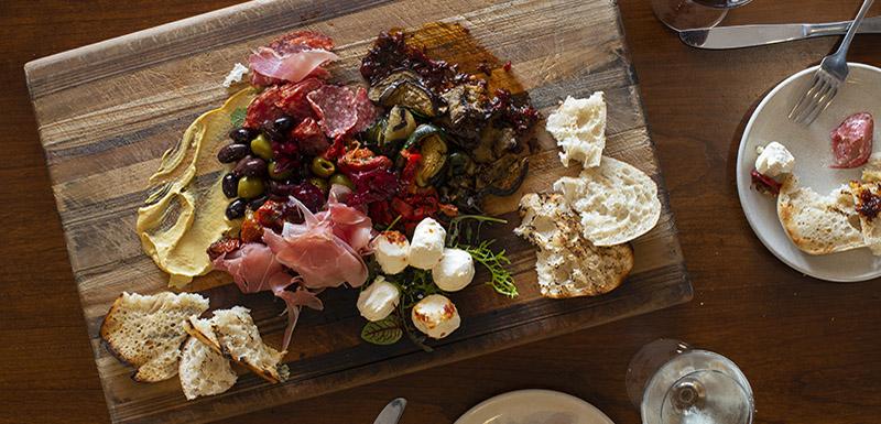 Bistro platter at Bistro and Bar Restaurant Oaks Cypress Lakes Resort
