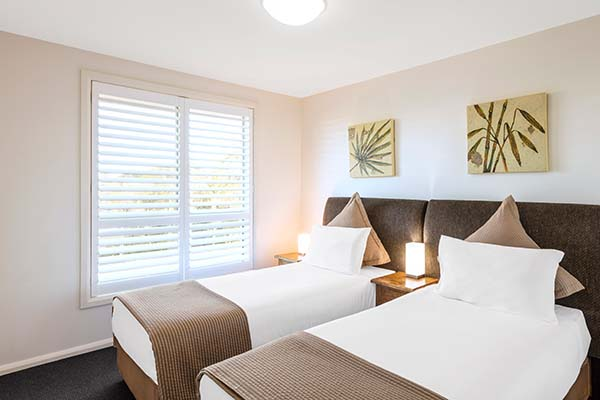 2 single hotel beds in port stephens near nelson bay and karuah river