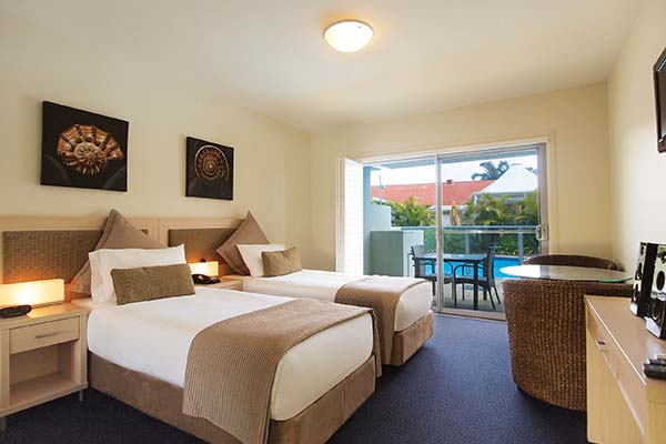 holiday hotel accommodation near Newcastle nsw with swimming pool