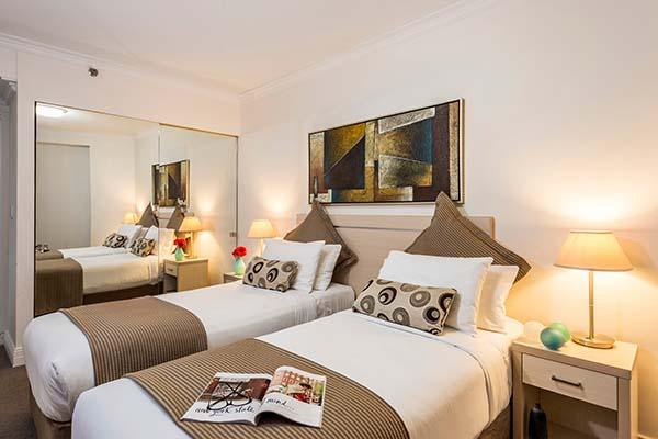 https://www.oakshotels.com/uploads/minor/oaks/images/australia/new-south-wales/sydney/castlereagh/600x400/2-bedroom-apartment/jpeg/sydney-cbd-oaks-on-castlereagh-2-bedroom-hotel-accommodation.jpg