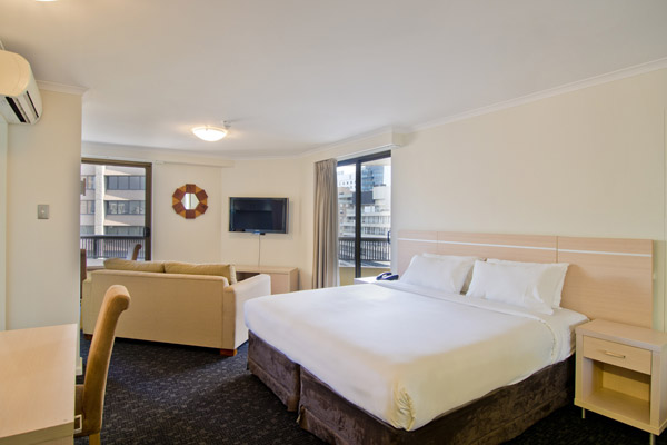 4 star studio room with queen size bed and flat screen tv at Oaks Hyde Park Plaza hotel Sydney