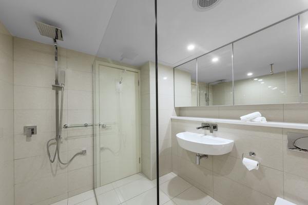 modern en suite bathroom in 1 bedroom apartment at Oaks Elan Darwin hotel