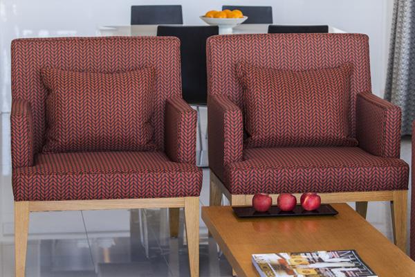 comfortable, modern furniture in 2 bedroom apartment at Oaks Elan Darwin hotel