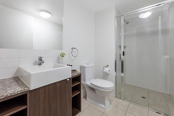 Oaks Brisbane Aurora Suites Bathroom