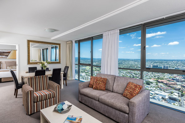Brisbane CBD hotel living room in Brisbane hotel 3 bedroom apartment with views of Story Bridge and Brisbane River