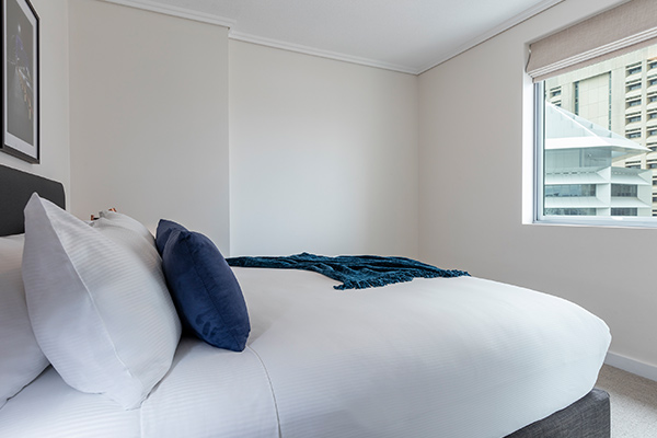 2 bedroom apartment in Brisbane city hotels with comfortable queen size bed and balcony views of Brisbane River close to Treasury Casino
