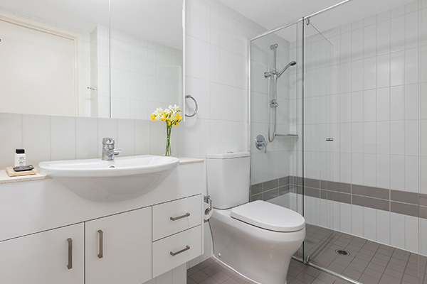 Oaks Brisbane on Felix Suites 1 Bedroom Executive Bathroom with Shower