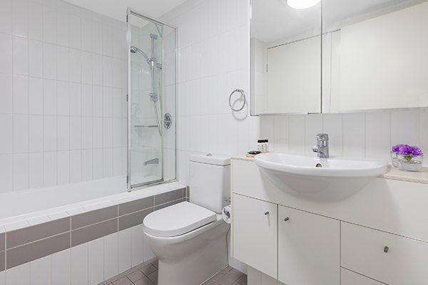 Oaks Brisbane Felix Suites 2 Bed Apartment Bathroom two with bathtub