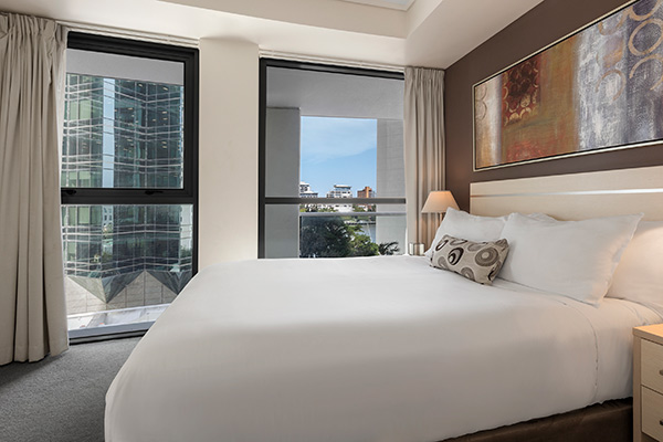 Brisbane CBD accommodation with comfortable queen size bed in 2 bedroom apartment in Brisbane city centre
