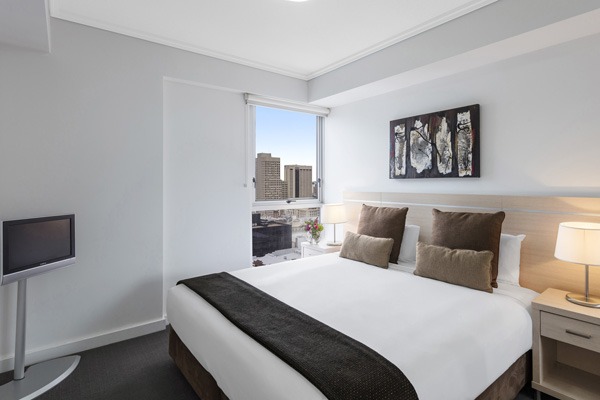 1 bedroom apartment with TV at Oaks Festival Towers hotel in Brisbane CBD near Central train station
