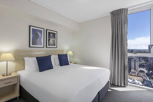 King size bed in 2 bedroom hotel apartment Brisbane CBD close to Queen St Mall