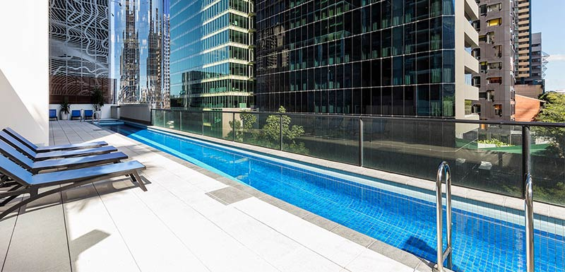 outdoor pool with city view at istay river city brisbane hotel CBD
