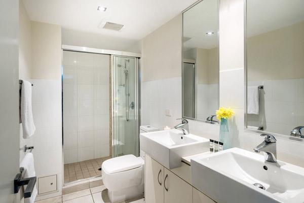 en suite bathroom with clean towels, shower and toilet at Oaks Aspire hotel Ipswich, Queensland