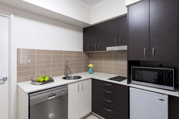 studio hotel room in Ipswich QLD with kitchen, microwave, dishwasher and fridge