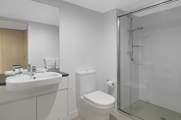 3 bedroom apartment en suite bathroom with shower, toilet and clean towels at Oaks Carlyle hotel in Mackay, Queensland