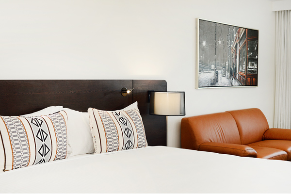 fresh pillows on clean bed sheets in one bedroom apartment at Oaks Grand Gladstone hotel