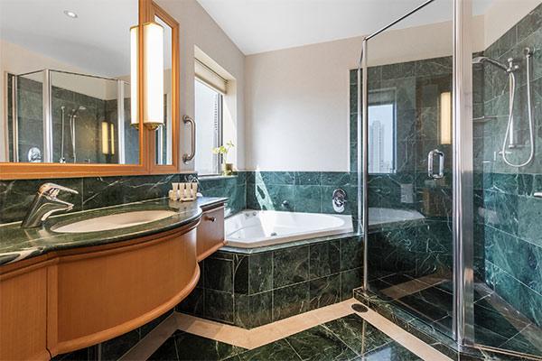 Oaks Gold Coast 1 Bedroom Ocean View Bathroom