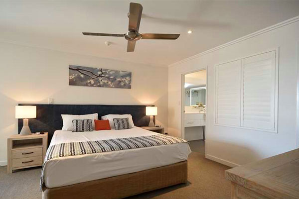 Comfortable king size bed in 1 bedroom hotel room in Hervey Bay