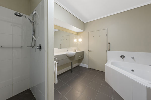 Oaks Resort Spa Hervey Bay 3 Bedroom Ocean View Bathroom