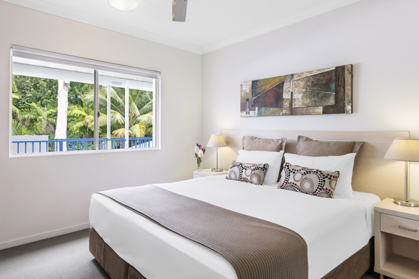 large queen size bed in air conditioned 1 bedroom apartment at Oaks Lagoons hotel in Port Douglas, Queensland