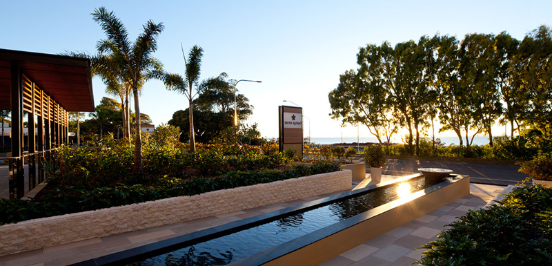 entrance to Mon Komo Hotel in Redcliffe at sunset walking distance to the beach and ocean