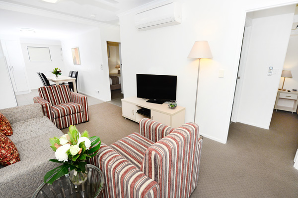 air conditioned hotel accommodation Moranbah 2 bedroom apartment lounge with comfortable couches, TV and Wi-Fi for corporate travellers visiting Moranbah on business