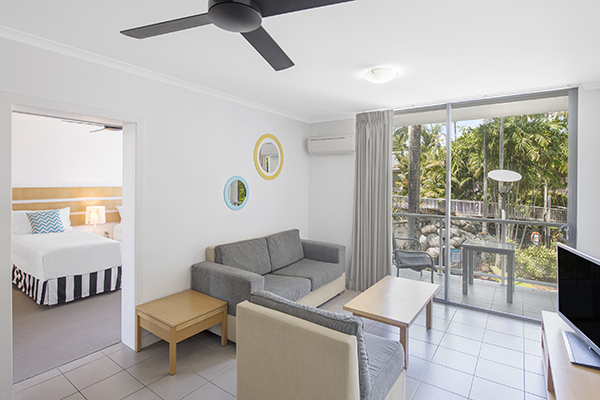 big 1 bedroom holiday apartments port douglas