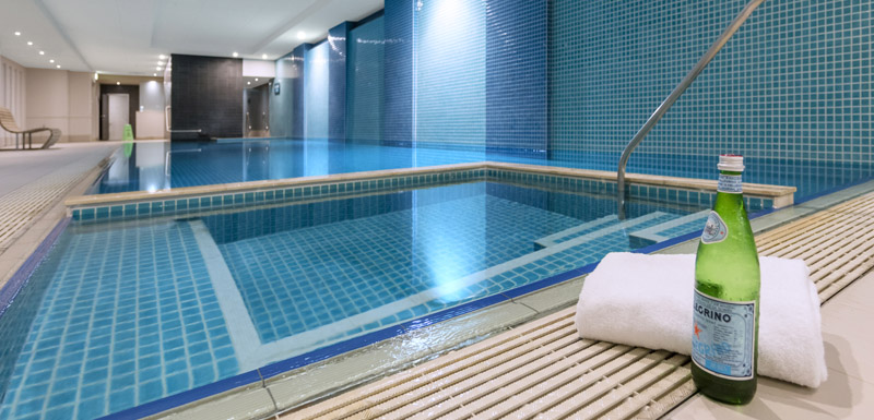 indoor swimming pool and spa jacuzzi at Oaks Plaza Pier hotel in Glenelg, South Australia