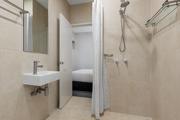 Oaks Melbourne on Collins Hotel Cosmo Apartment Bathroom