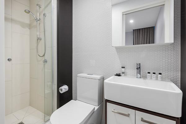 Oaks Melbourne Southbank Suites 2 Bedroom Bathroom