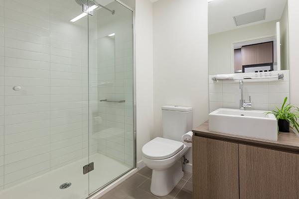 Oaks Melbourne on William Suites Studio Park Deluxe Bathroom
