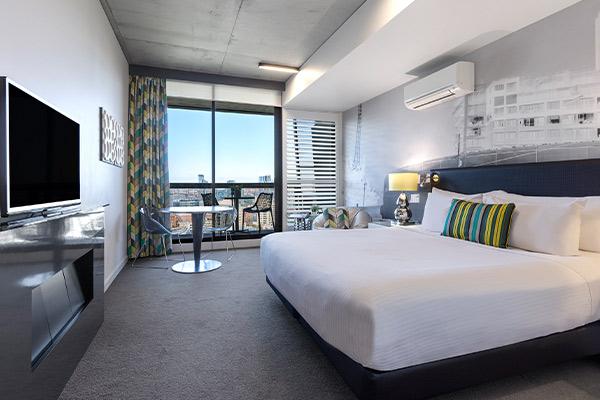 Oaks Melbourne on William Suites Studio Park Bedroom