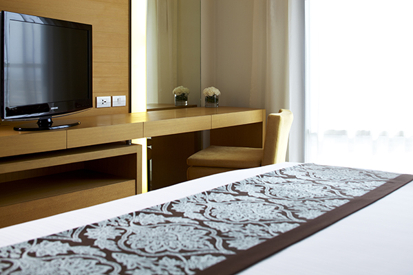 clean sheets on double bed in Studio Apartment bedroom with free Wi-Fi access and TV at Oaks Bangkok Sathorn hotel in Thailand