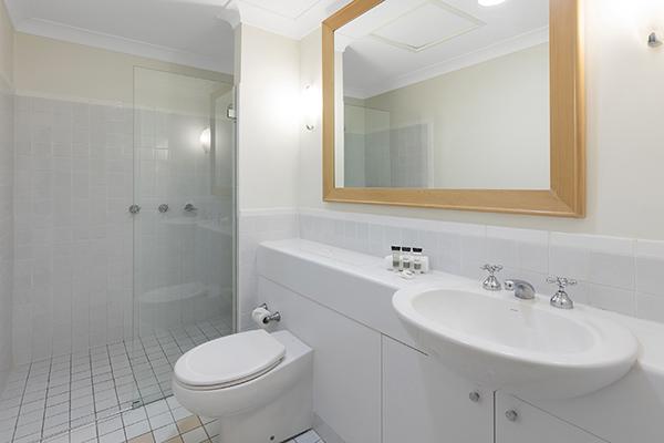 Oaks Cypress Lakes Resort 3 Bedroom Premier Villa Bathroom