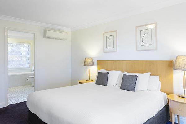 Oaks Cypress Lakes Resort 3 Bedroom Premier Villa Bedroom