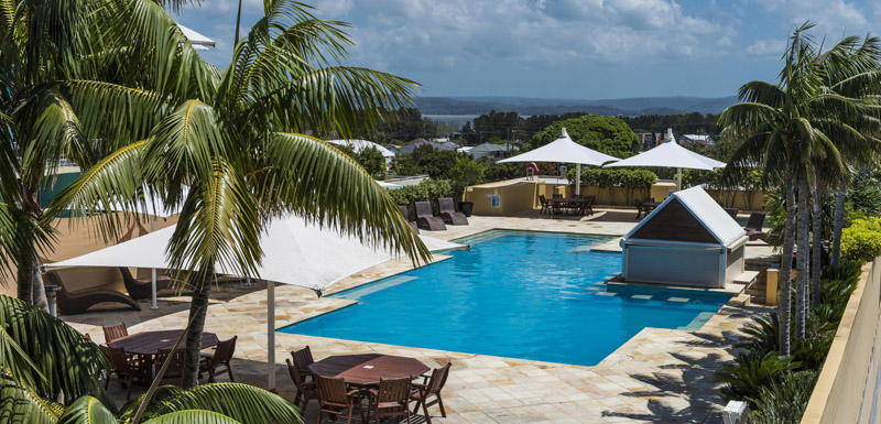 Central coast hotels oaks waterfront resort official site for Swimming pools central coast nsw