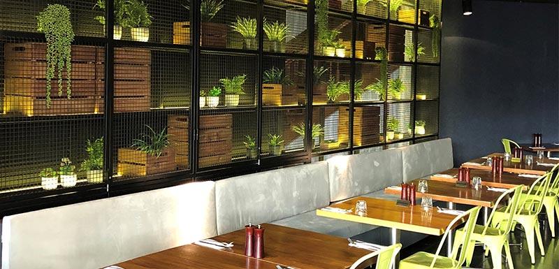 oak and vine restaurant at oaks grand gladstone queensland australia interior