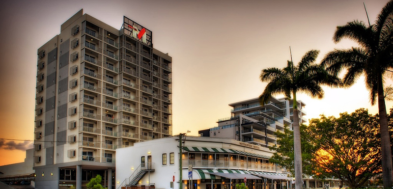 exterior view of Oaks M on Palmer hotel on Palmer St in Townsville at sunset with Metropole Restaurant next door