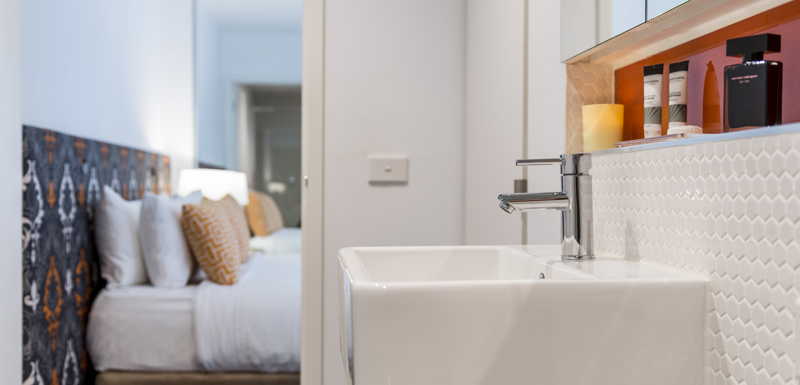 clean en suite bathroom in hotel studio apartment with Wi-Fi access and Foxtel on TV at Oaks South Yarra, Melbourne city, Victoria, Australia