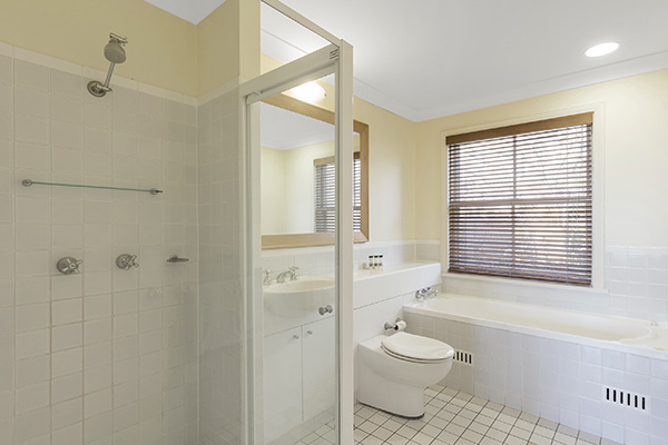 Oaks Cypress Lakes Resort 3 Bedroom Villa Bathroom