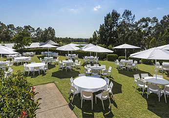 outdoor event on lawn at oaks cypress lakes resort in hunter valley