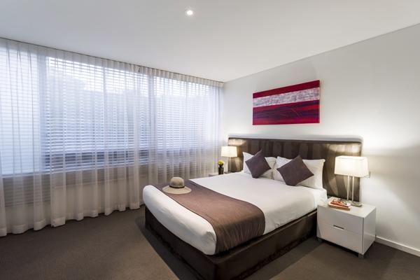 queen size bed in 2 bedroom hotel apartment port stephens