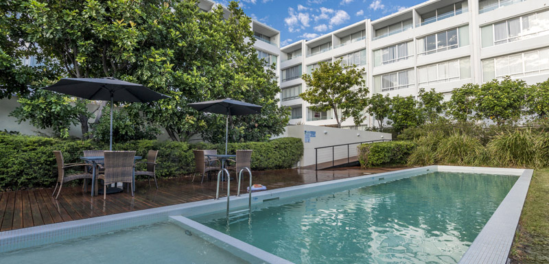 swimming pool at oaks lure hotel in port stephens near nelson bay and mount tomaree