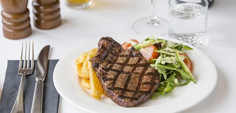 steak and chips dinner from splash restaurant in port stephens near nelson bay