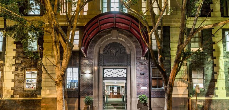 exterior shot of Oaks Goldsbrough Hotel walking distance from Darling Harbour in Sydney