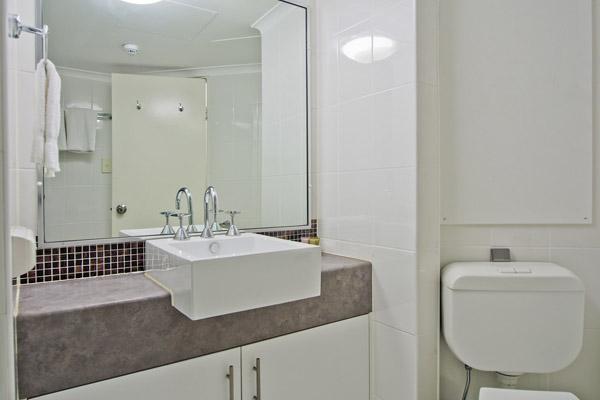 en suite bathroom in 1 bedroom apartment in Hyde Park Sydney city
