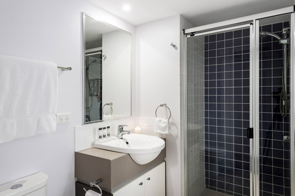 Oaks Lexicon Apartments hotel en suite bathroom in 2 bedroom apartment on Ann St middle of Brisbane city