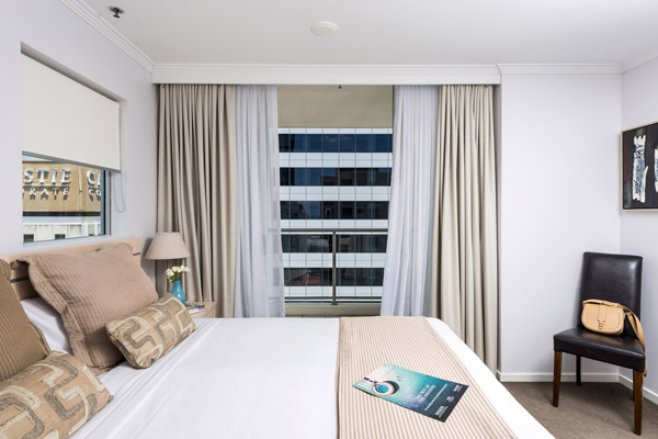 hotel 2 bedroom apartment with large comfortable queen size bed on Ann Street in Brisbane city