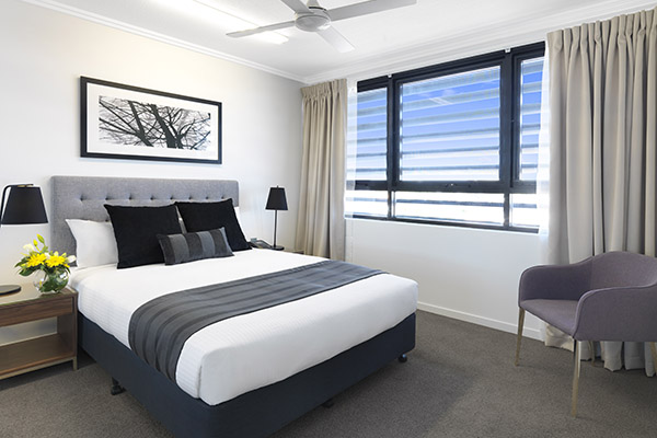 3 bedroom apartment with comfortable beds and lots of storage space and air con in Mackay at Oaks Carlyle hotel